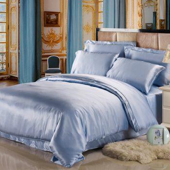 Голубое атласное постельное белье